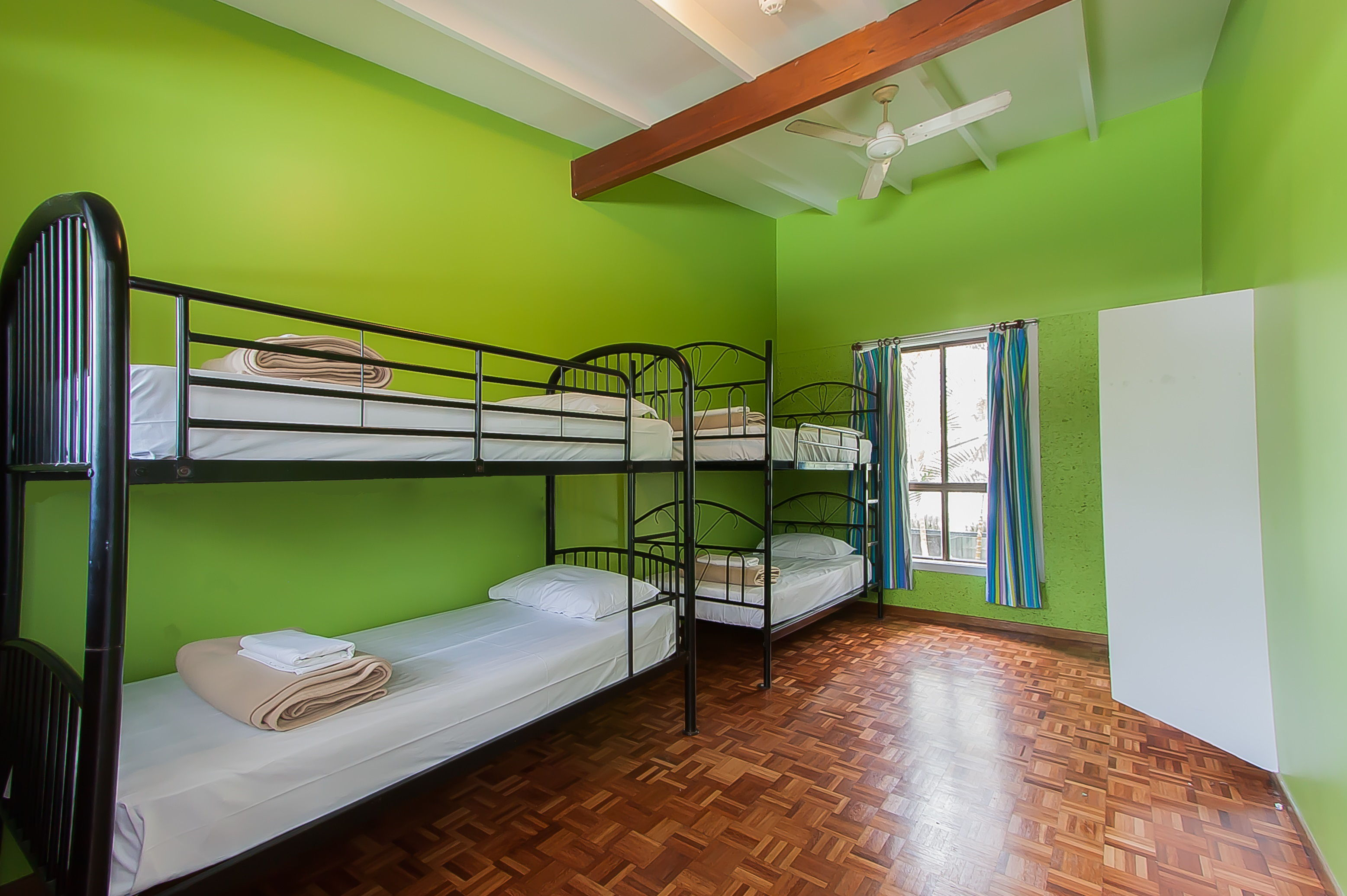 4 BED SHARE ROOM