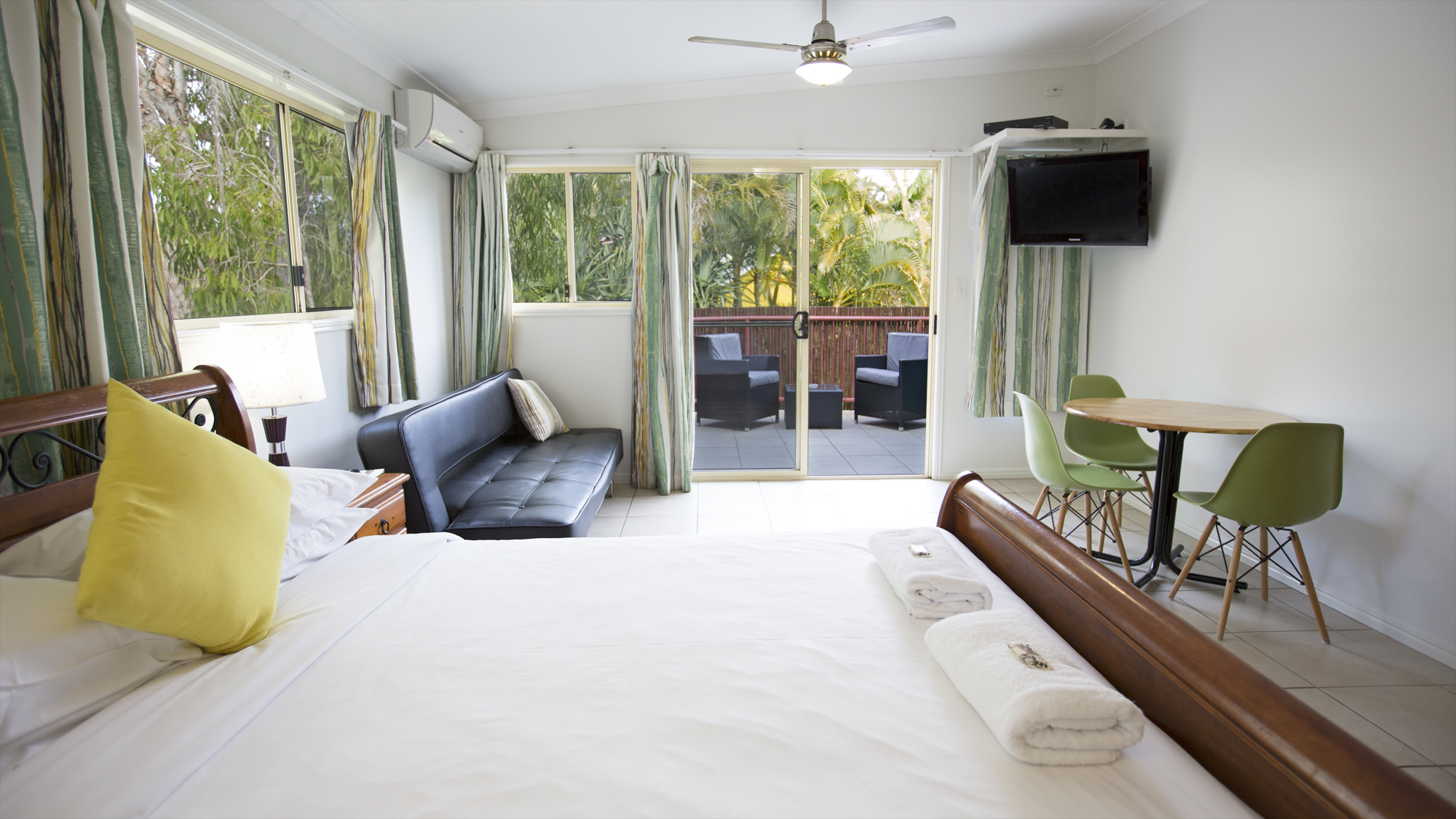 Byron bay studio accommodation for Balcony byron bay menu