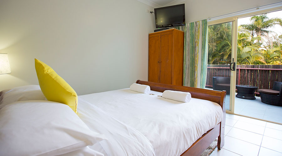 Byron beach studio accommodation for Balcony byron bay menu